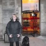 IMage Julie et Arsène devant l'entrée du Musée des ARts et Métiers